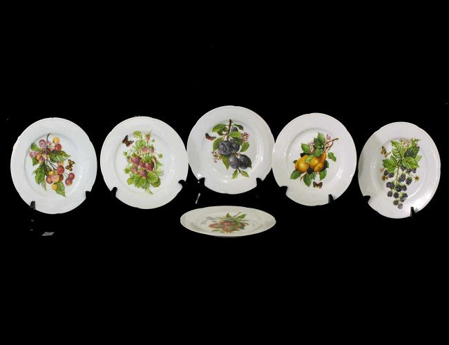 10: SET OF TEN LIMOGES PORCELAIN DESSERT PLATES