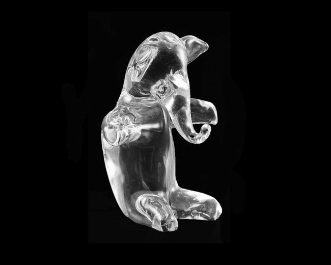 23: CLEAR CRYSTAL SCULPTURE OF A SEATED ELEPHANT
