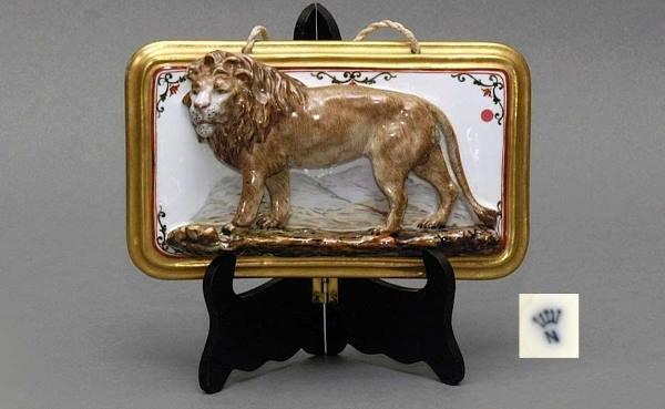 8: Capodimonte Bas-Relief Porcelain Lion Plaque