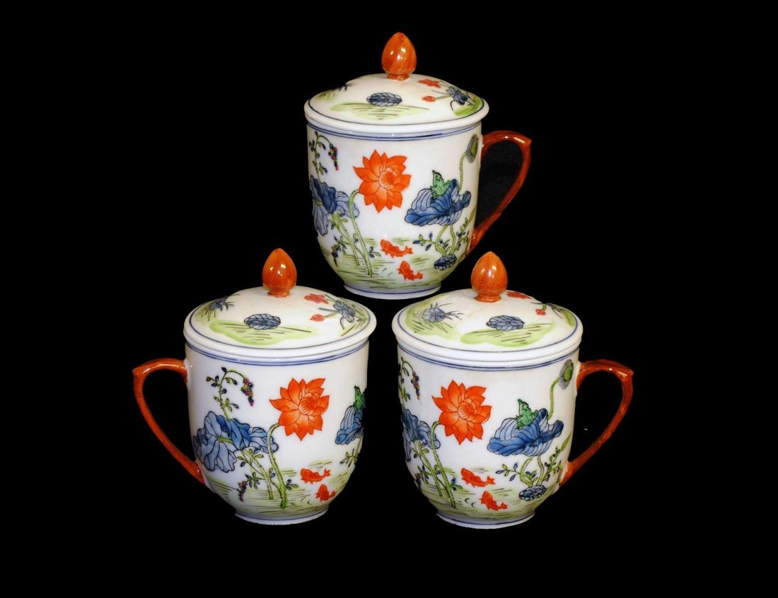 7: SET OF THREE PORCELAIN CUPS AND COVERS