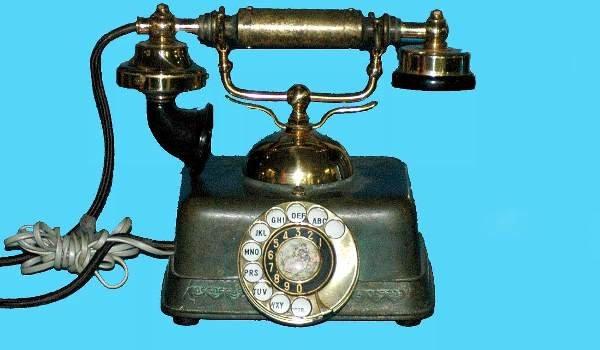 15: Antique Cradle Telephone