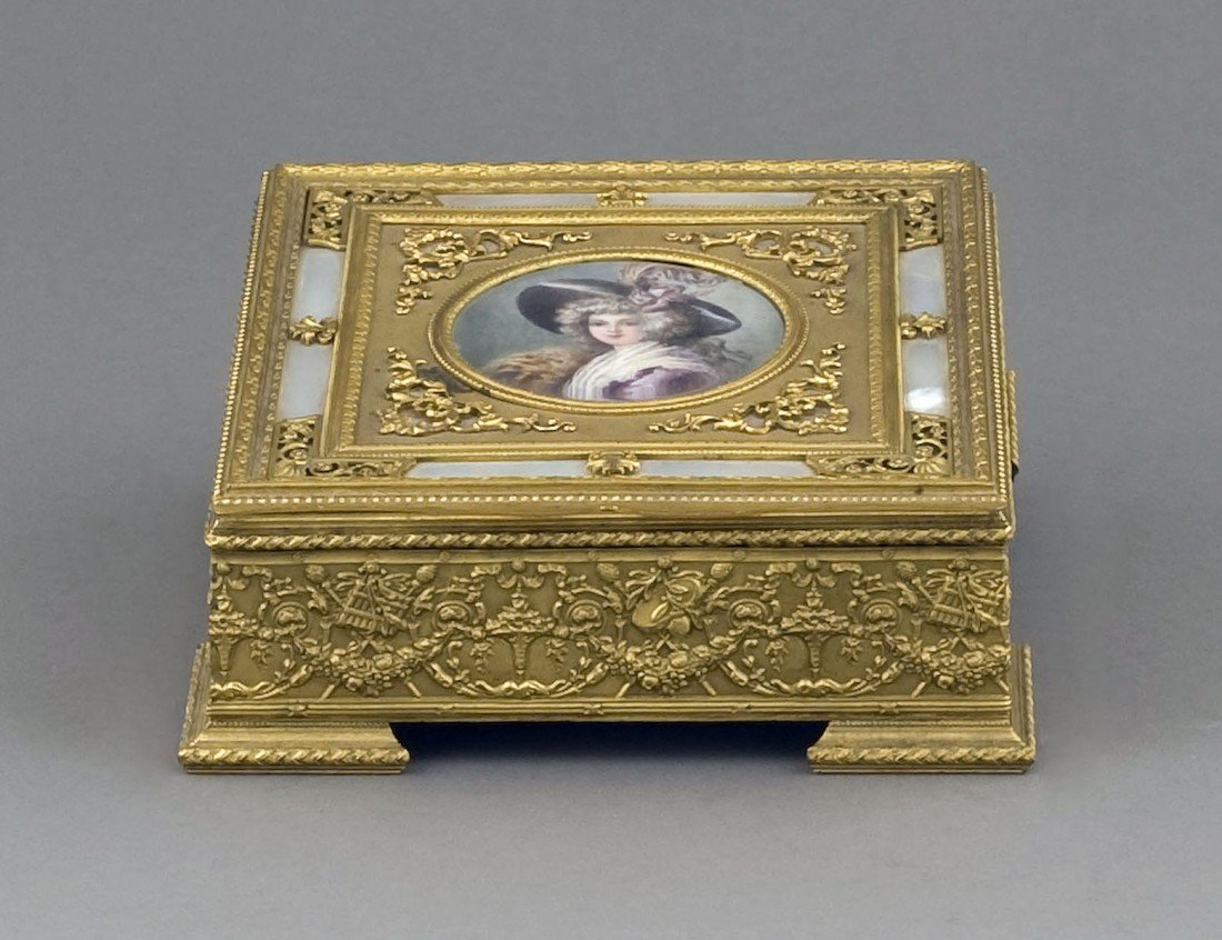 70: FINE GILT BRONZE BOX
