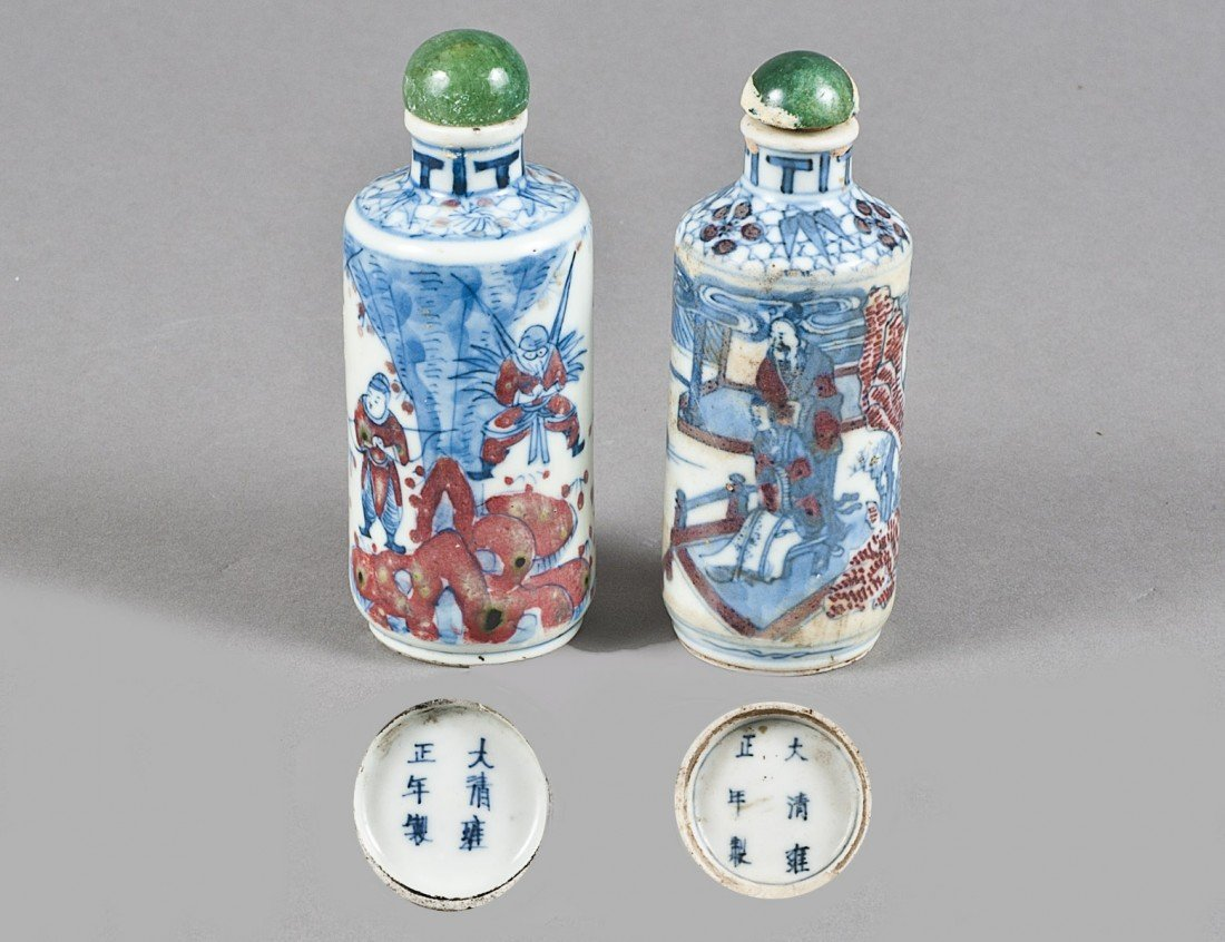 146: TWO BLUE AND WHITE PORCELAIN SNUFF BOTTLES