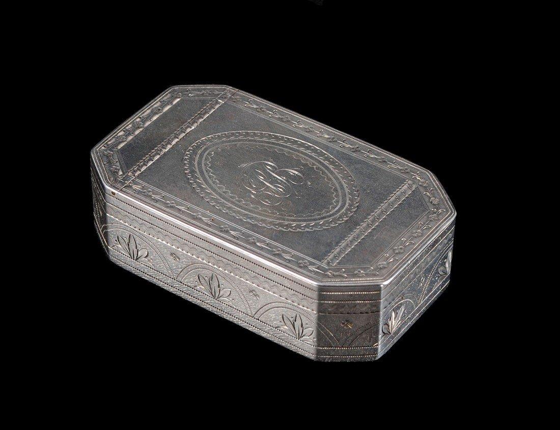 4: GEORGE III STERLING SILVER SNUFF BOX
