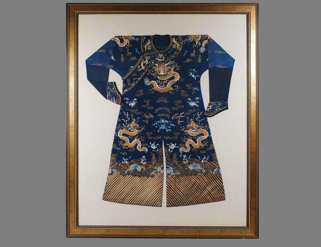 273: SILK AND GOLD THREAD EMBROIDERED SILK ROBE