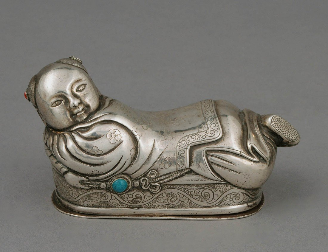 31: UNUSUAL SILVER BABY PILLOW BOX