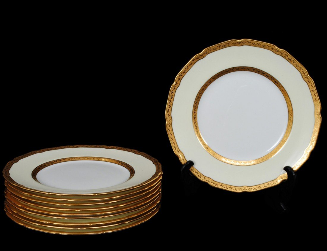 59: SET OF 10 ROYAL DOULTON PORCELAIN DESSERT PLATES