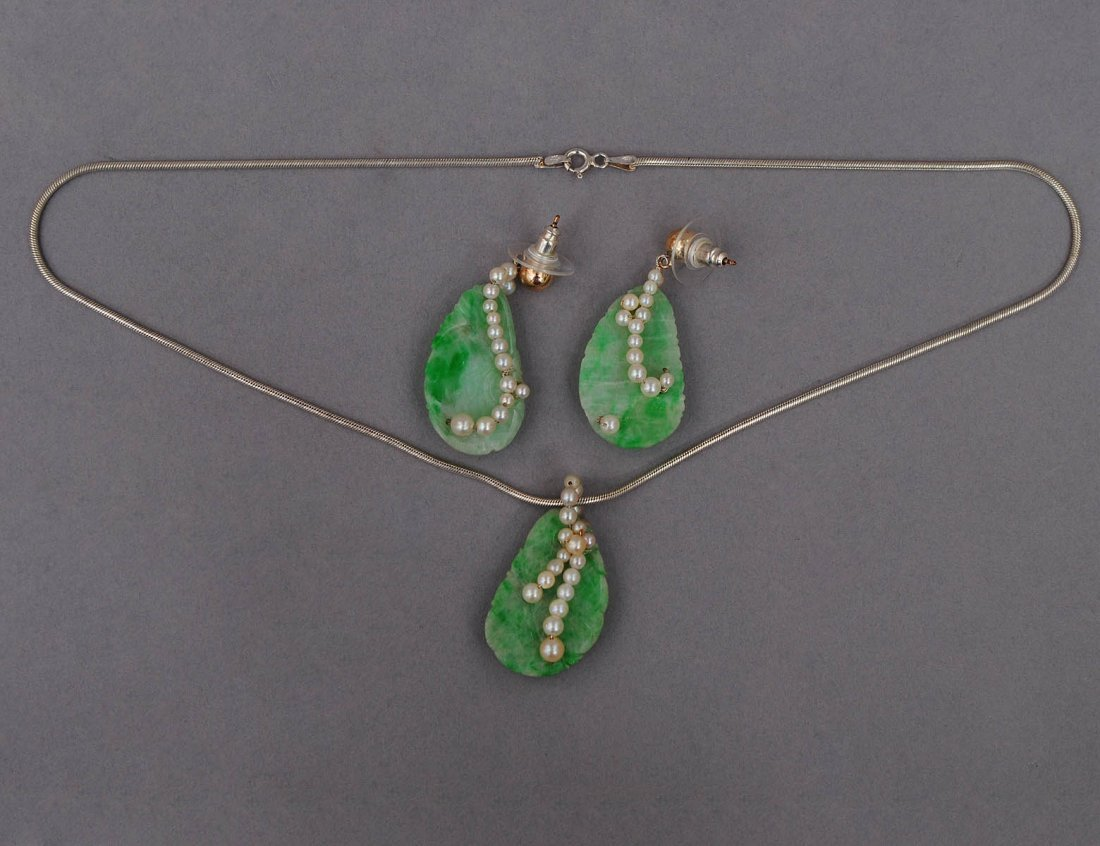 29: THREE PIECE JADE, SEED PEARL AND STERLING SILVER SU