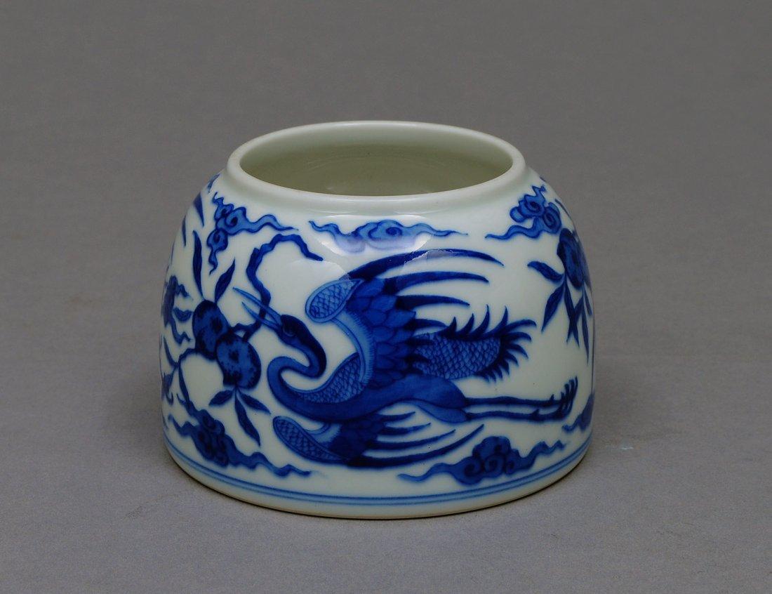 40: GOOD BLUE AND WHITE PORCELAIN BRUSH WASHER