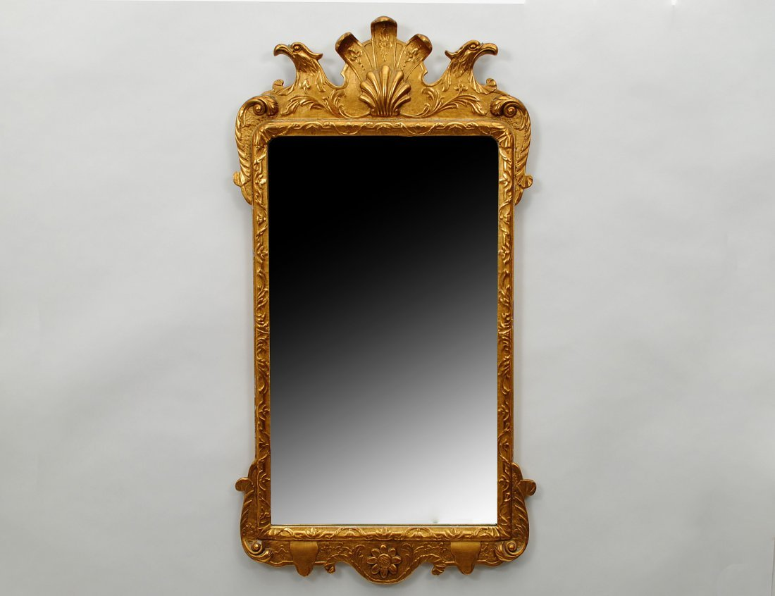 46: WILLIAMSBURG CARVED AND GILTWOOD MIRROR