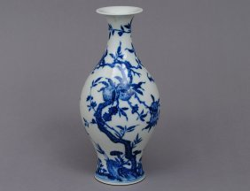 GOOD BLUE AND WHITE PORCELAIN VASE