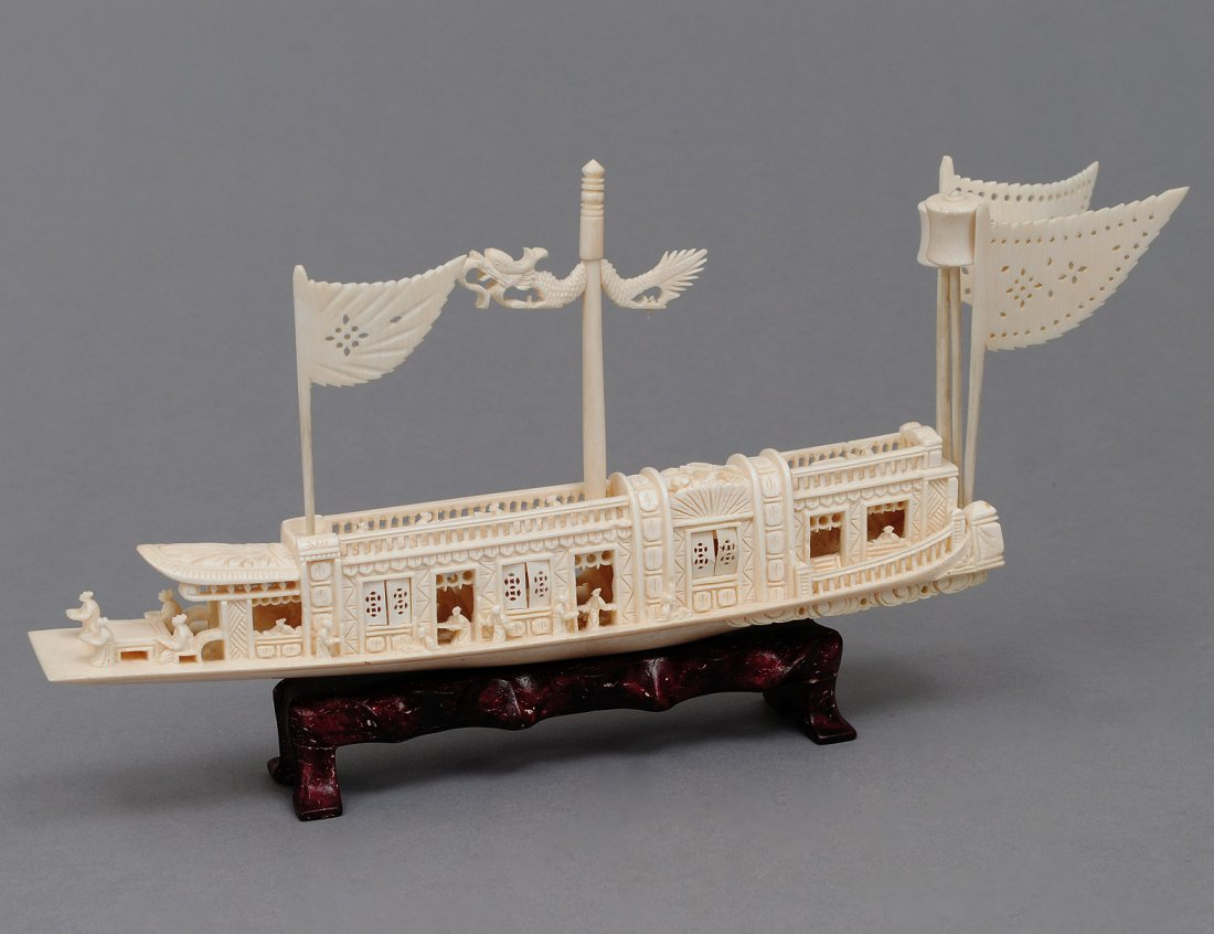 92: CARVED IVORY IMPERIAL JUNK