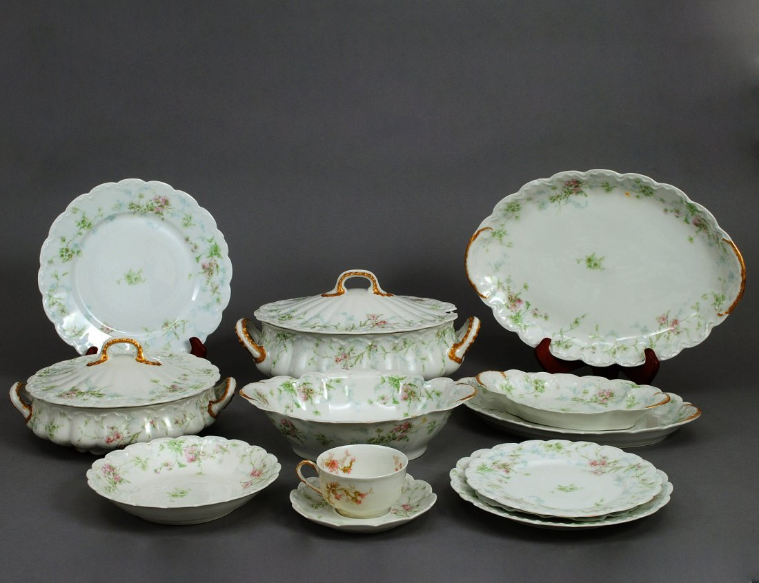 119: SIXTY-TWO PIECE LIMOGES PORCELAIN PART DINNER SERV