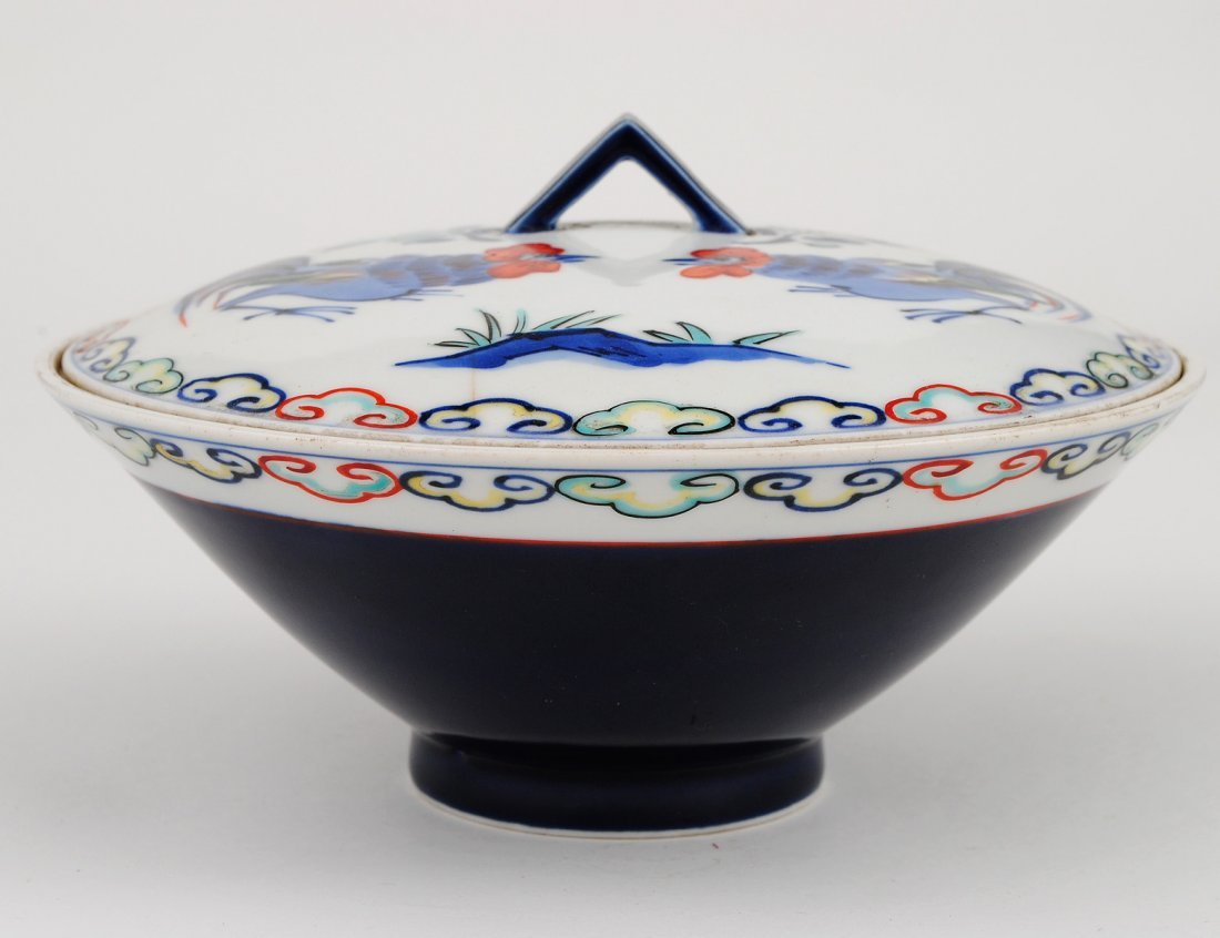 117: BLUE AND WHITE PORCELAIN RICE BOWL AND COVER