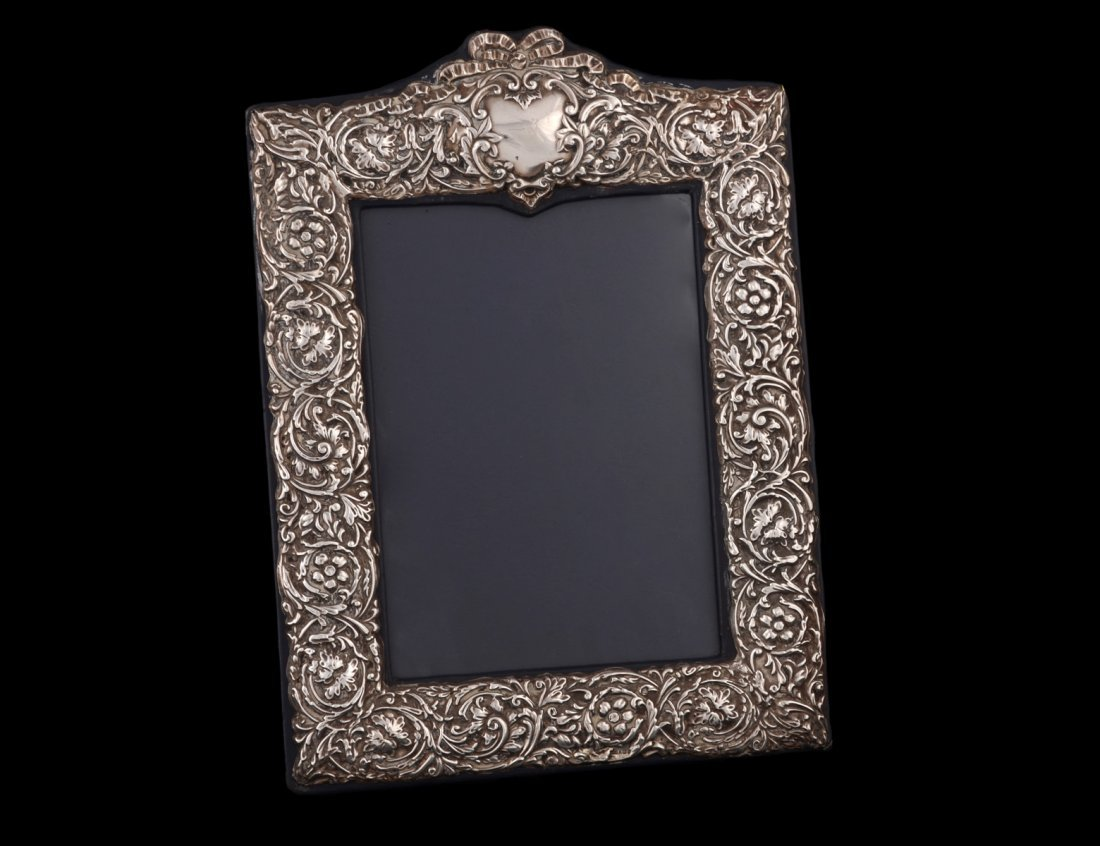 10: STERLING SILVER PHOTOGRAPH FRAME