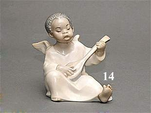 LLADRO/ BLK WINGED ANGEL PLAYING GUITAR