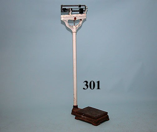 301: VINTAGE METAL DOCTOR'S SCALE