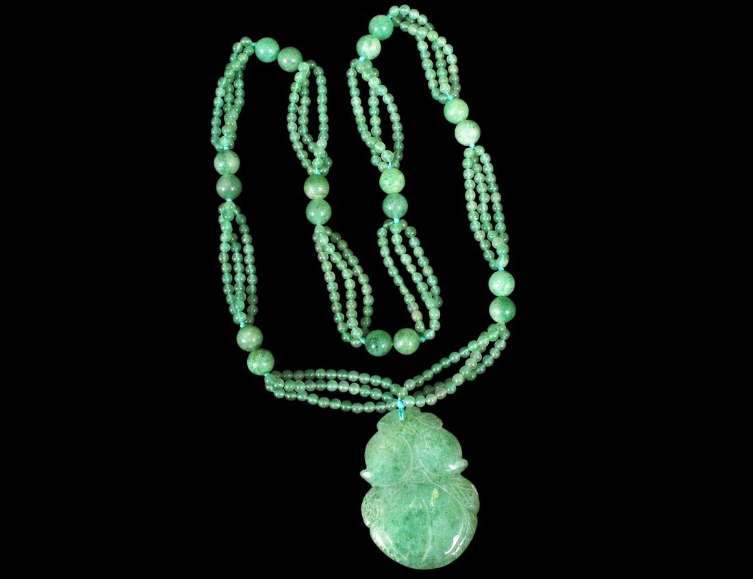 16: GREEN QUARTZ NECKLACE AND PENDANT