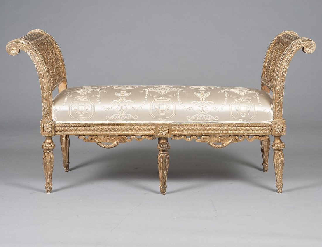 20: ROCOCO STYLE CARVED AND GILTWOOD WINDOW BENCH