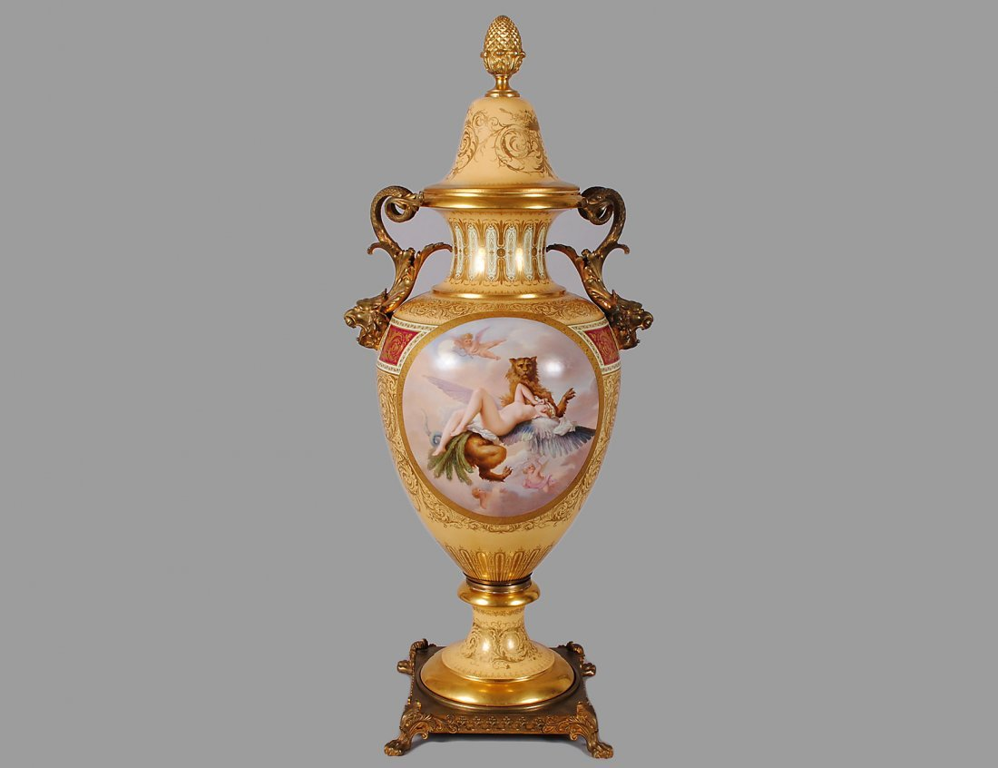 OUTSTANDING VIENNA PORCELAIN URN AND COVER