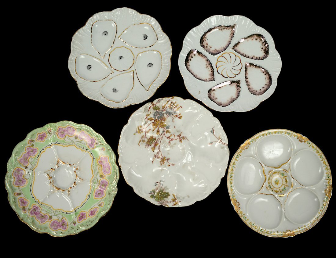 GROUP OF FIVE PORCELAIN OYSTER PLATES