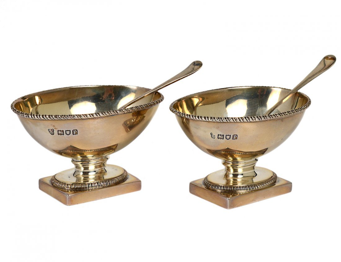 PAIR OF GEORGE V STERLING SILVER OPEN SALTS AND SPOONS