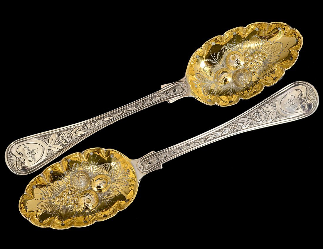 PAIR OF VICTORIAN STERLING SILVER BERRY SPOONS