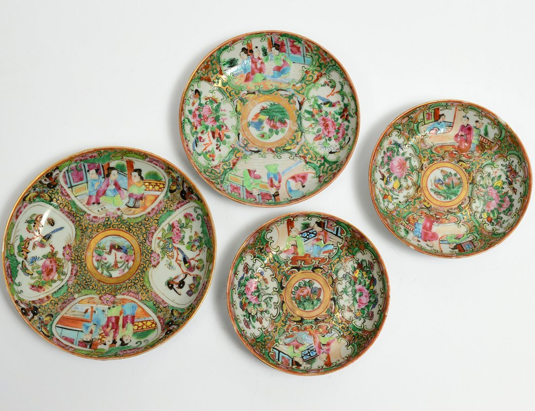 GROUP OF FOUR ASSORTED ROSE MEDALLION PORCELAIN DISHES