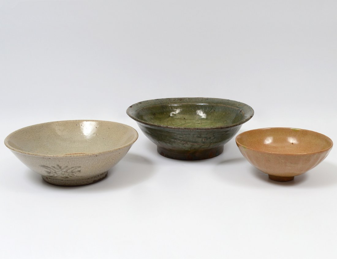 GROUP OF THREE GLAZED POTTERY BOWLS