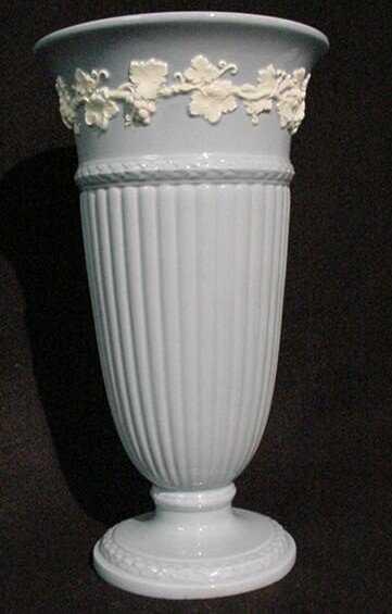 3093 Wedgwood Queensware Vase White On Blue