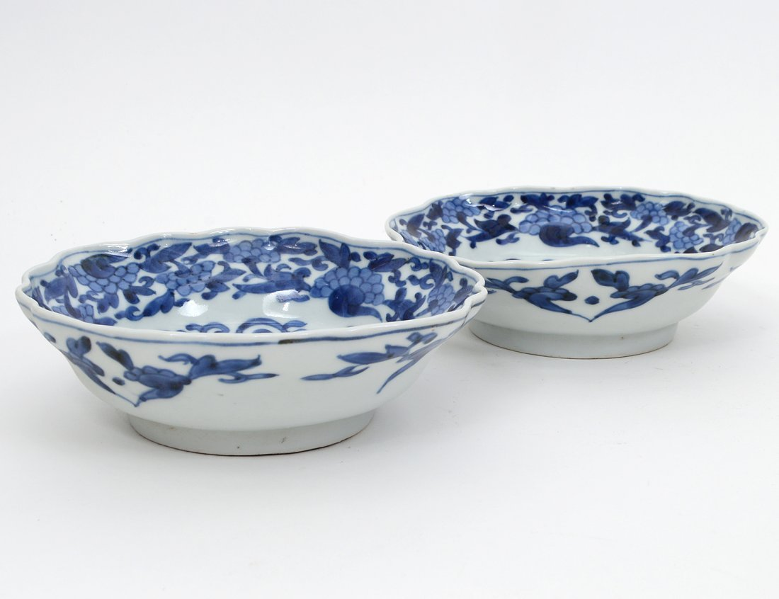 PAIR OF BLUE AND WHITE PORCELAIN BOWLS