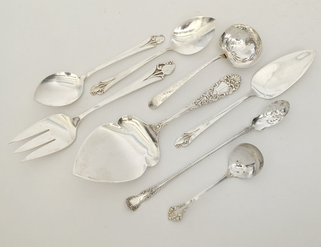 GROUP OF EIGHT ASSORTED STERLING SILVER FLATWARE PIECES