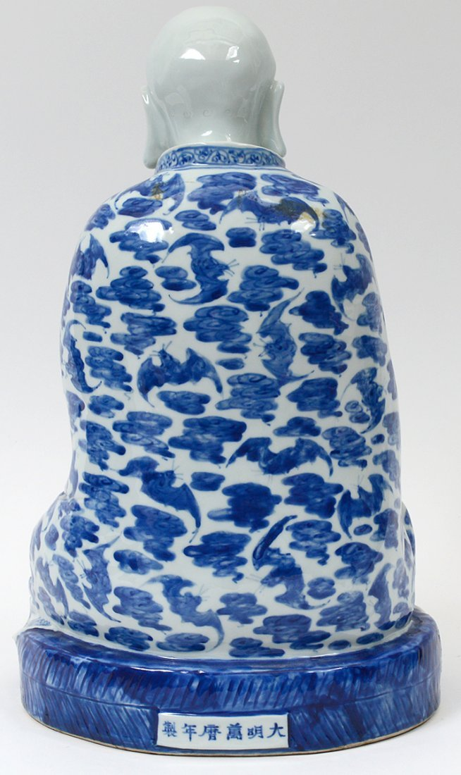 BLUE AND WHITE PORCELAIN FIGURE OF A PRAYING MONK - 3