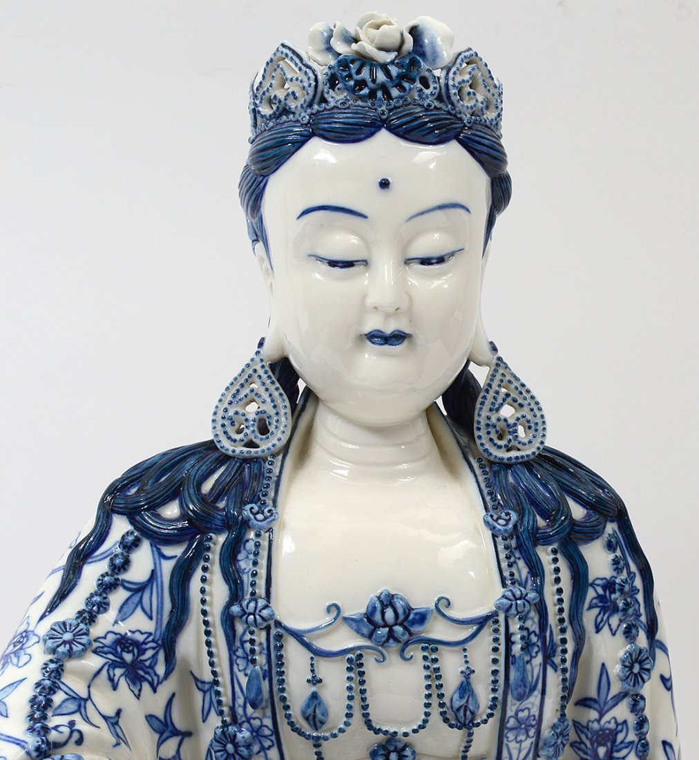 BLUE AND WHITE PORCELAIN FIGURE OF GUANYIN - 2