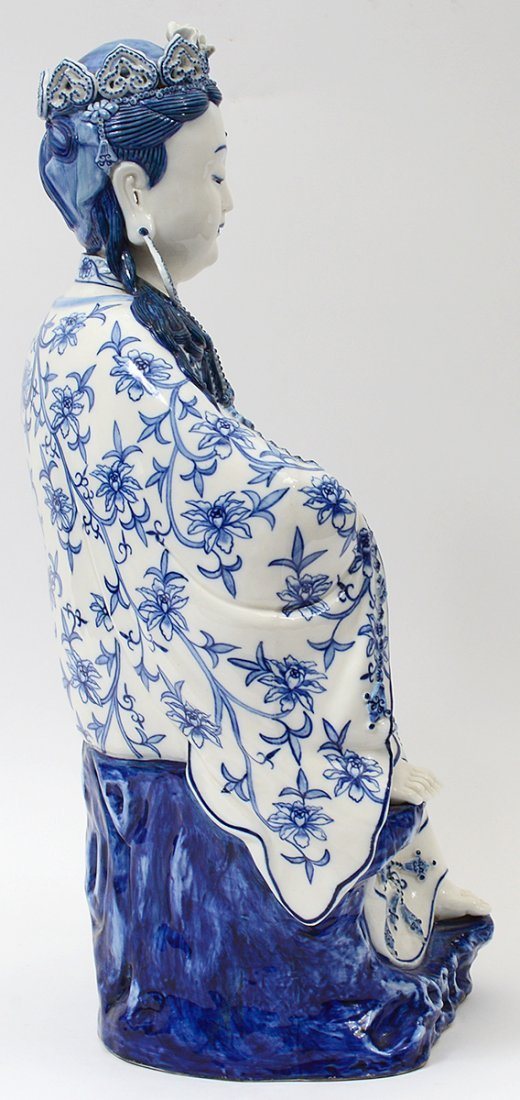 BLUE AND WHITE PORCELAIN FIGURE OF GUANYIN - 3