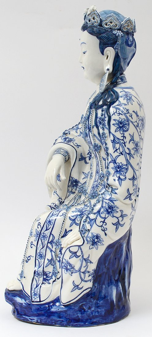 BLUE AND WHITE PORCELAIN FIGURE OF GUANYIN - 5