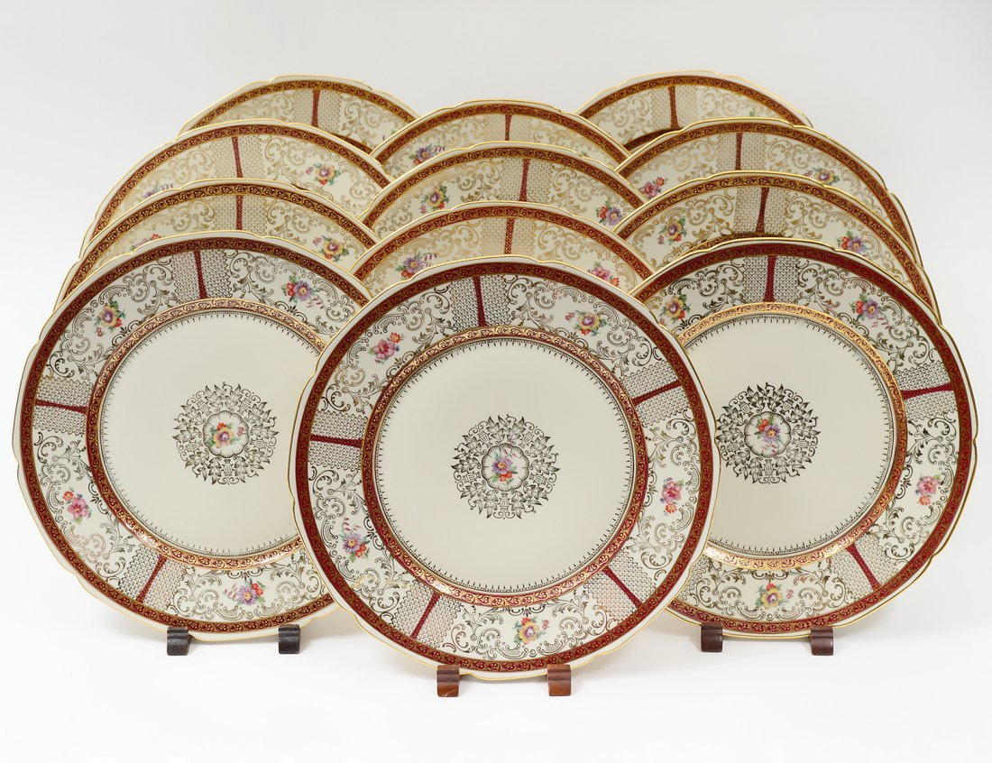 SET OF TWELVE PORCELAIN SERVICE PLATES