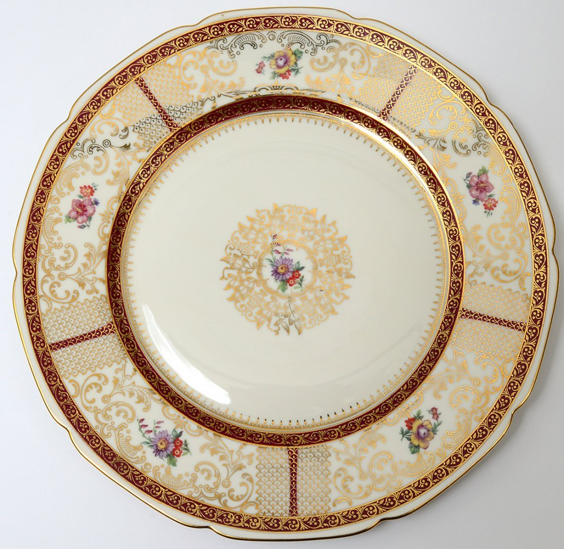 SET OF TWELVE PORCELAIN SERVICE PLATES - 2