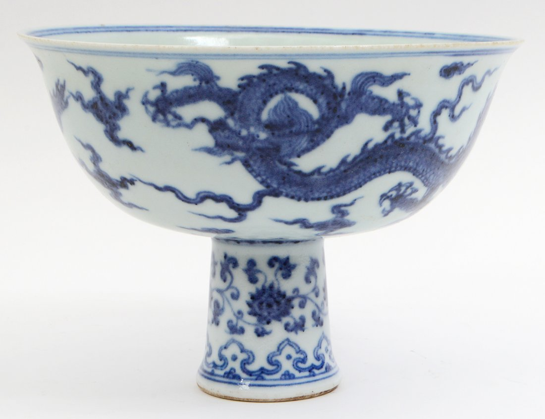 CHINESE MING STYLE BLUE AND WHITE STEM CUP