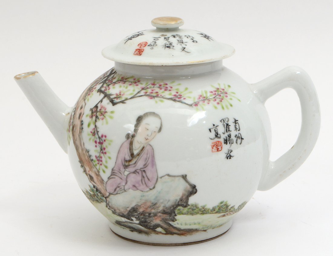 CHINESE REPUBLIC ENAMEL DECORATED LIDDED TEAPOT