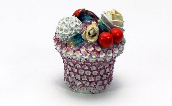 10: Jacob Petit French Porcelain Lidded Floral Box