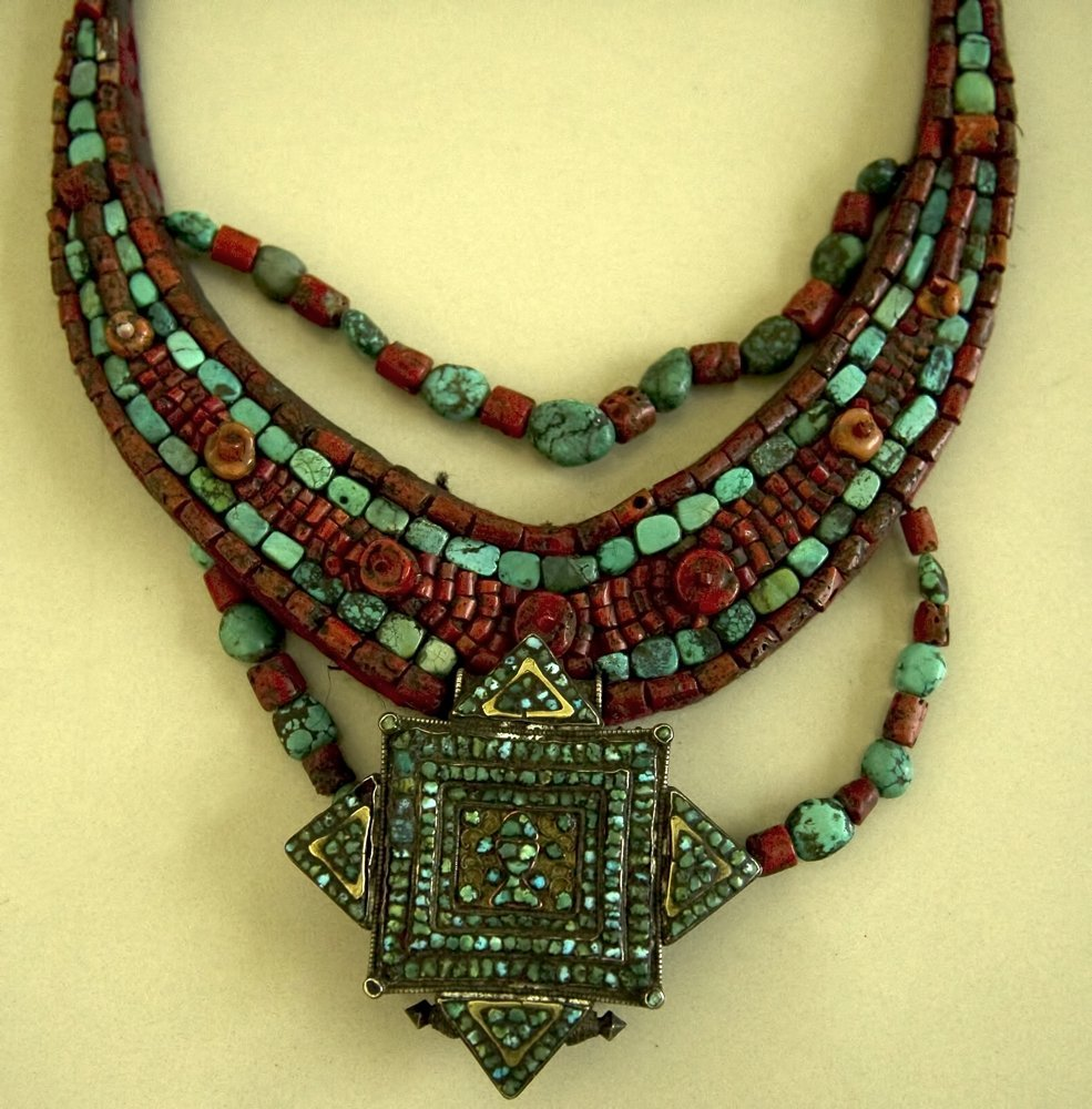 LARGE HIMALAYAN NECKLACE WITH TURQUOISE & CORAL