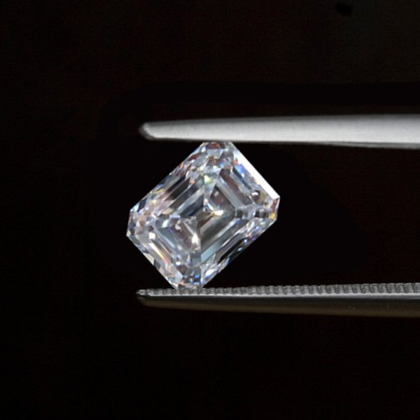 EGL CERT 1.37 CTW EMERALD CUT DIAMOND H/VSI1