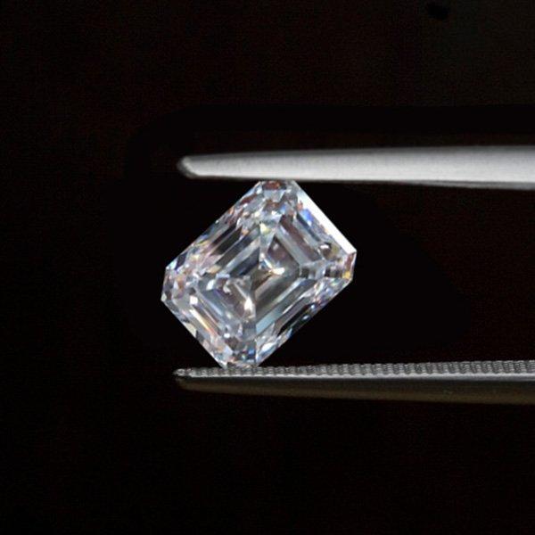 EGL CERT 0.91 CTW EMERALD CUT DIAMOND 1/VS1