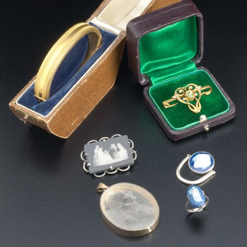 20: Six pieces of gold, silver and GF jewelry, ca. 1850