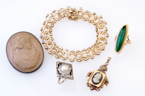 21: Antique gold and silver jewelry: 19th C. hardstone