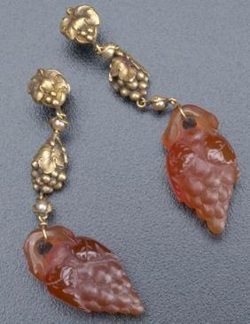 Art Nouveau Grape Motif Earrings In 18k Yg