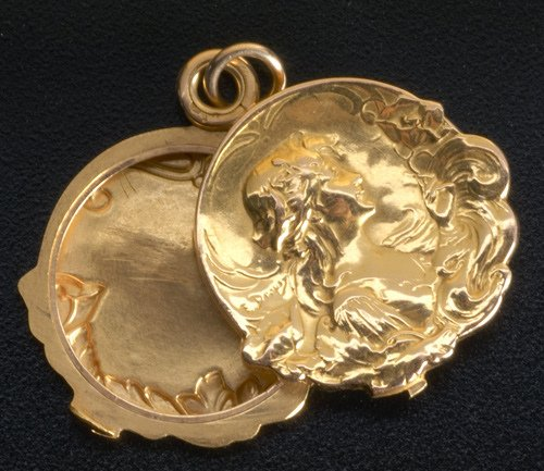 73: French Art Nouveau locket in 18k yg with blue ename