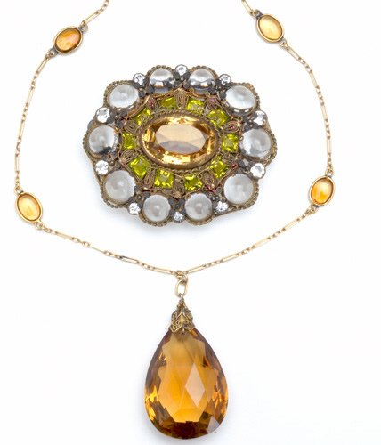 82: Two pieces of jewelry, ca. 1910-1920: