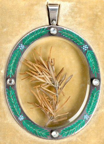 86: Royal presentation pendant inscribed to Enid Rose